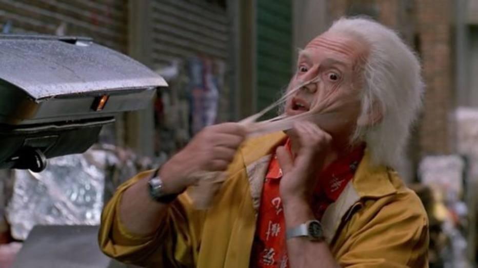 Quanto aos cuidados com o corpo e a pele, no momento ainda não há esfoliação tão efetiva contra o envelhecimento ao estilo mostrado no personagem de Doc