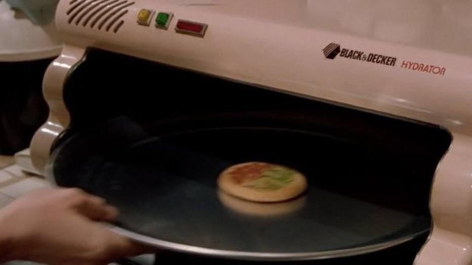 De Volta para o Futuro também previu utensílios como fornos controlados por computador e um hidratador de pizzas. Novas tecnologias também já permitem 'casas inteligentes', comandadas até pela voz