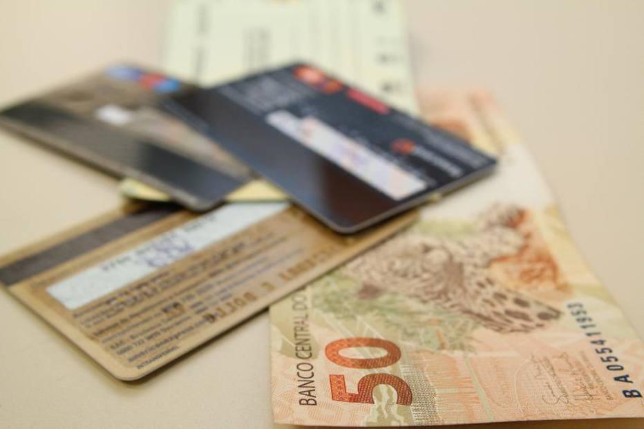 O rotativo do cartão, juntamente com o cheque especial, é uma modalidade de crédito emergencial, muito acessada em momentos de dificuldades.