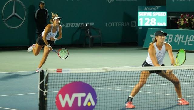 Luisa e Hayley aguardam agora a vencedora da partida entre Emina Bektas (USA) e Tara Moore (GBR) contra a dupla estadunidense Bethanie Mattek-Sands e Sloane Stephens