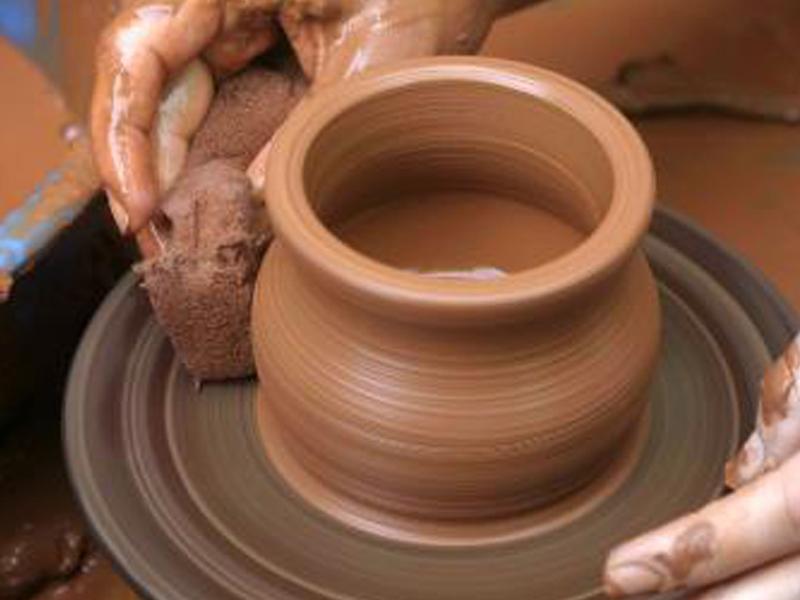 Fundac abre inscri es para curso gratuito de cer mica a for Tecnicas para esmaltar ceramica