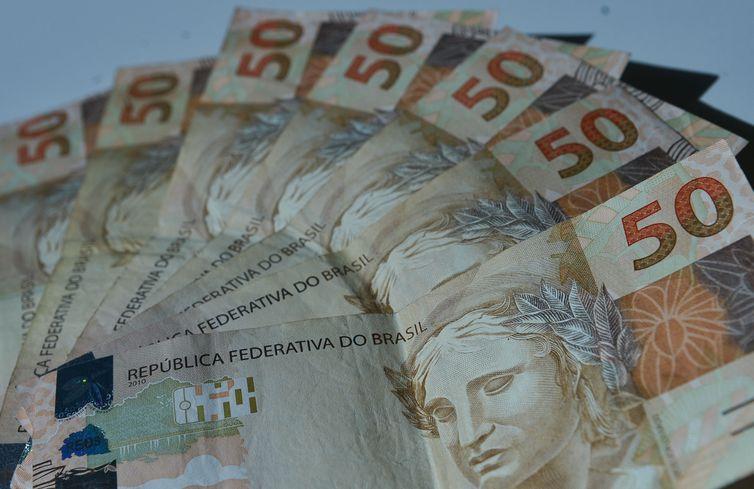 Brasileiro não consegue pagar gastos de início do ano com o que ganha - A Crítica de Campo Grande Mobile
