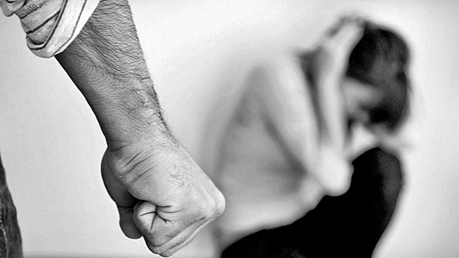 Resultado de imagem para Homem espanca esposa e vítima em Umuarama