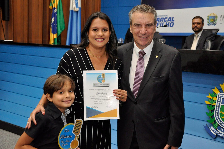 Karine Cortez, coordenadora da Rádio ALEMS também foi homenageada